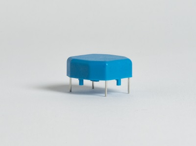 Fémláb körbefröccsöléses technológia, üvegszál erősítéses polikarbonát alapanyag, alunínium ötvözet lábak, sorja<0.1mm, lábak húzópróbája>35N